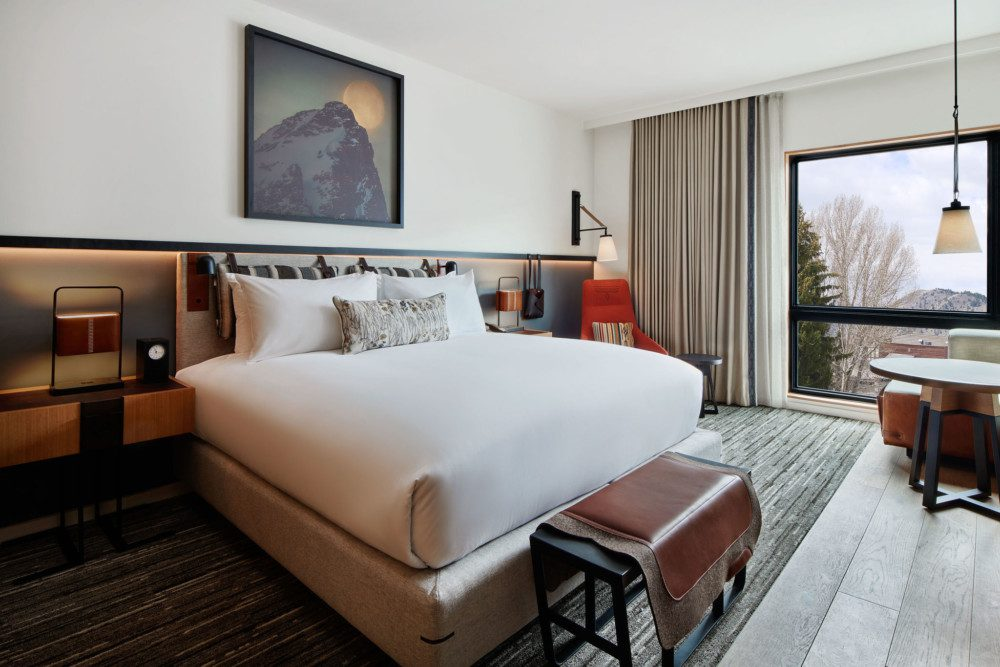 Guestroom with King Bed Layout